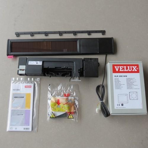 volet roulant solaire velux ssl mk04 simple video for velux solar roller shutter with volet. Black Bedroom Furniture Sets. Home Design Ideas